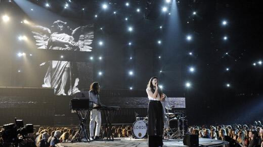 lorde-weeping-angel-grammys-2014-gi